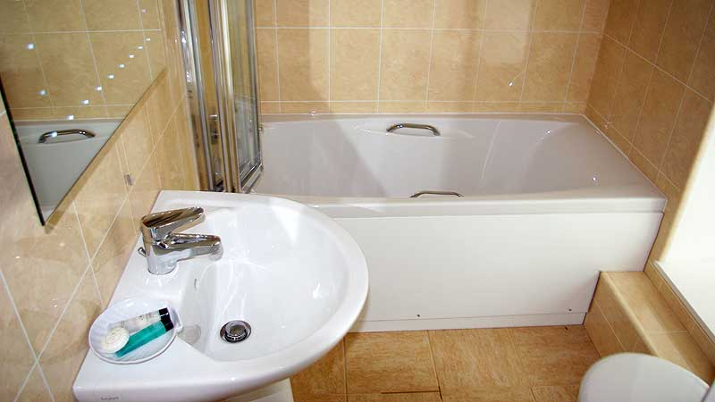 porth lodge hotel cornwall bathroom example 001